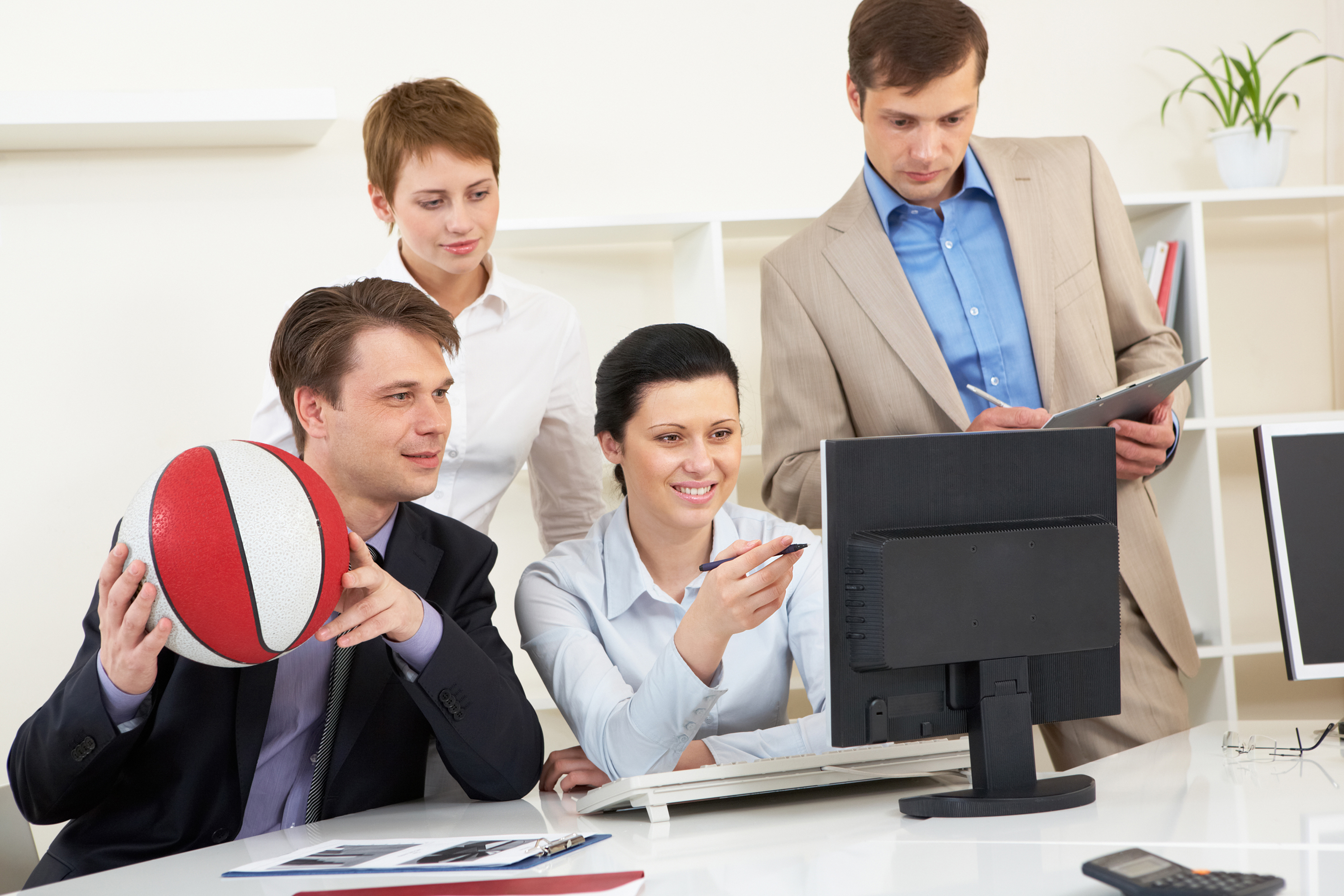 Should Your Company Provide Policies to Employees Electronically?